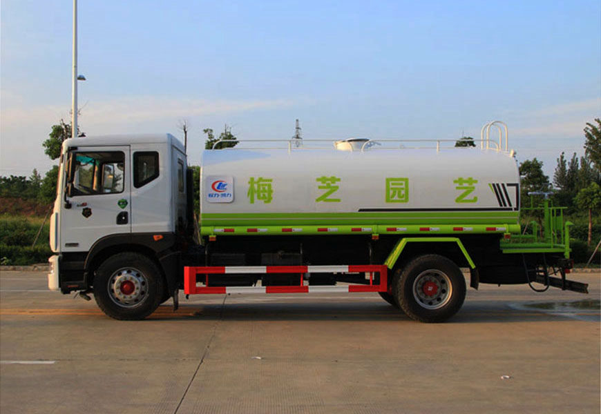 Side view of Dongfeng D9 (12  cbm ) water truck