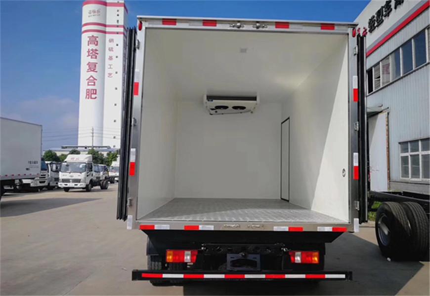 国六重汽豪沃冷藏车厢体图片