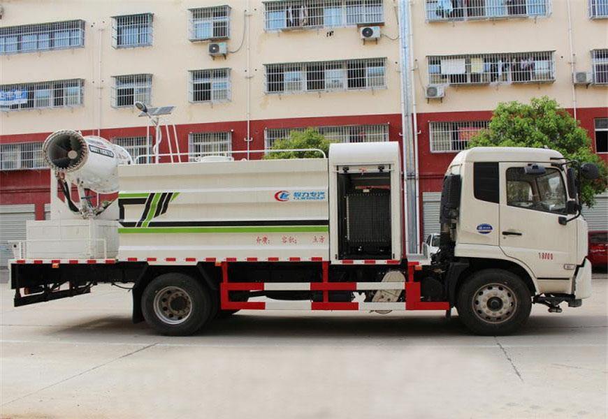 ڈونگفینگ تیآنجن دھول دبانے والے ٹرک کا سائیڈ ویو