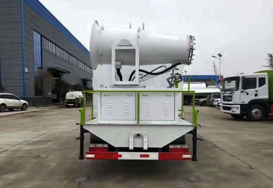 Rear view of Dongfeng Duolika 6-8  cbm dust suppression truck