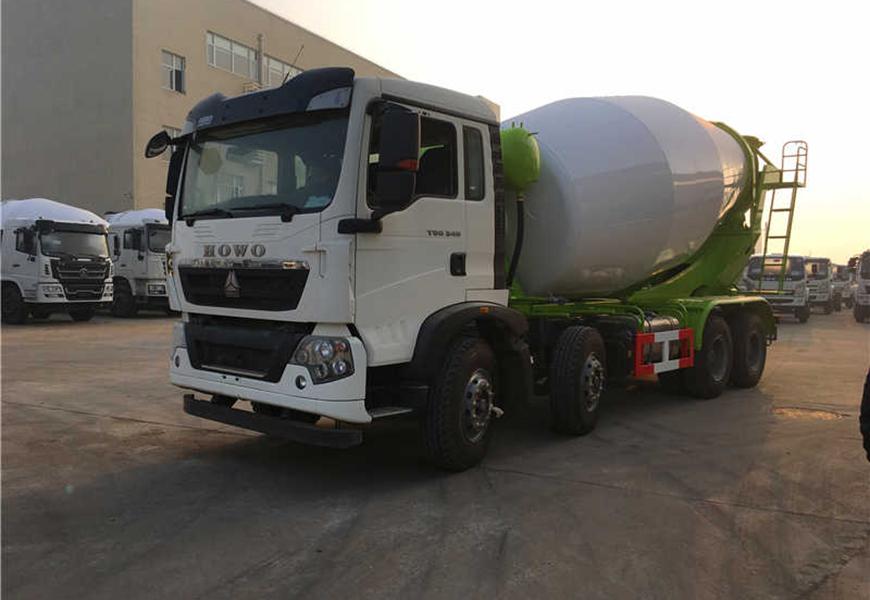 Lightweight heavy truck HOWO 14 cbm mixer truck