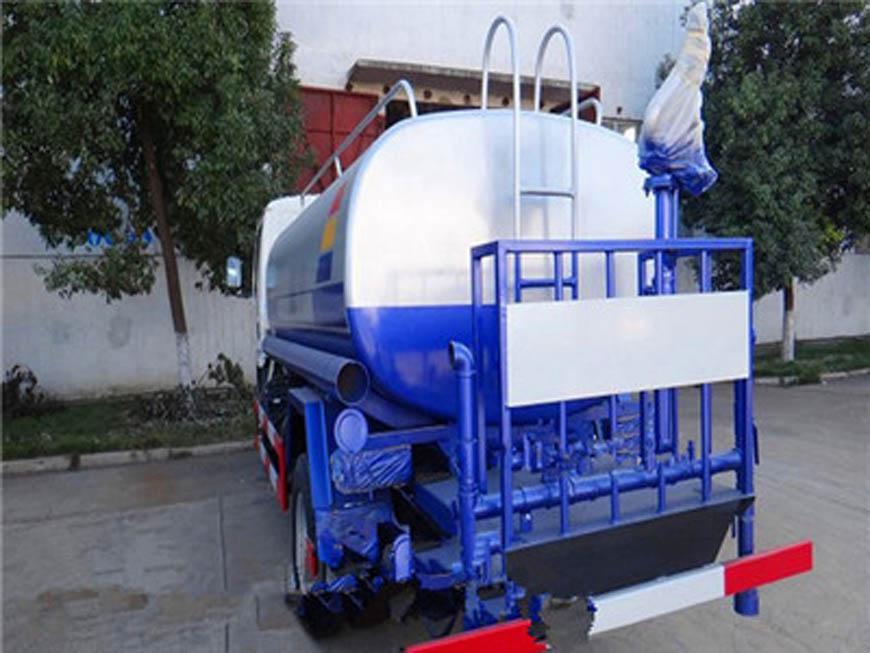 Dongfeng Duolika 5 tonnes d'arrosage