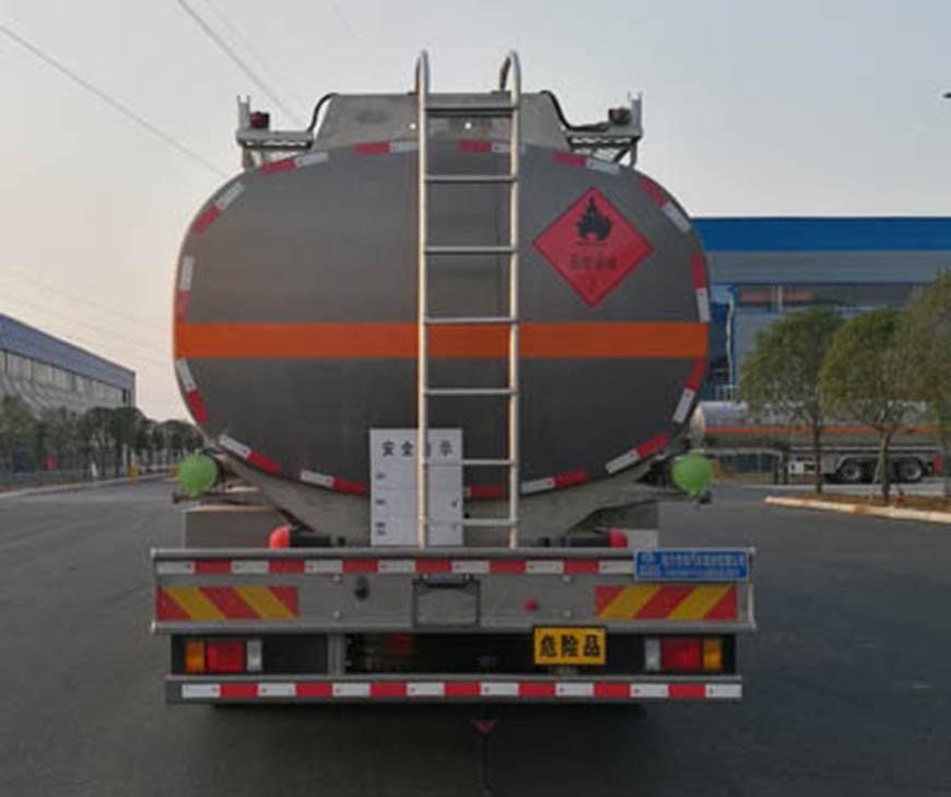 CLW5320GYYLCQ5型铝合金运油车
