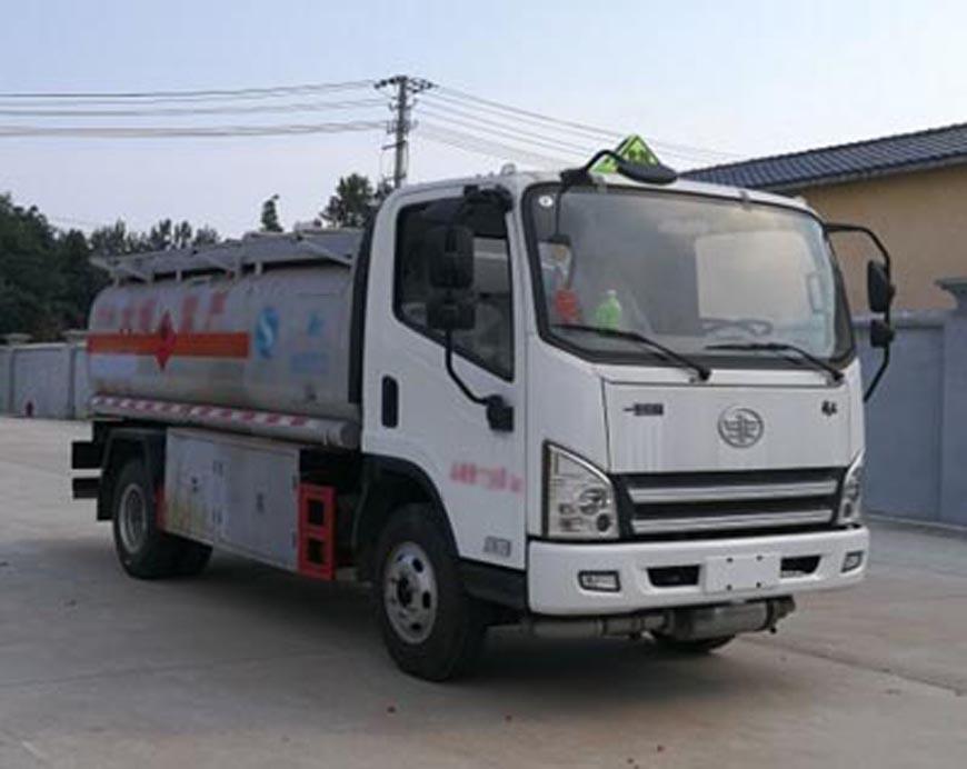 CLW5070GJYC5型加油车